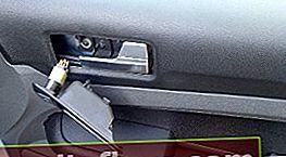 Премахване на облицовката на предната врата Ford Focus 2